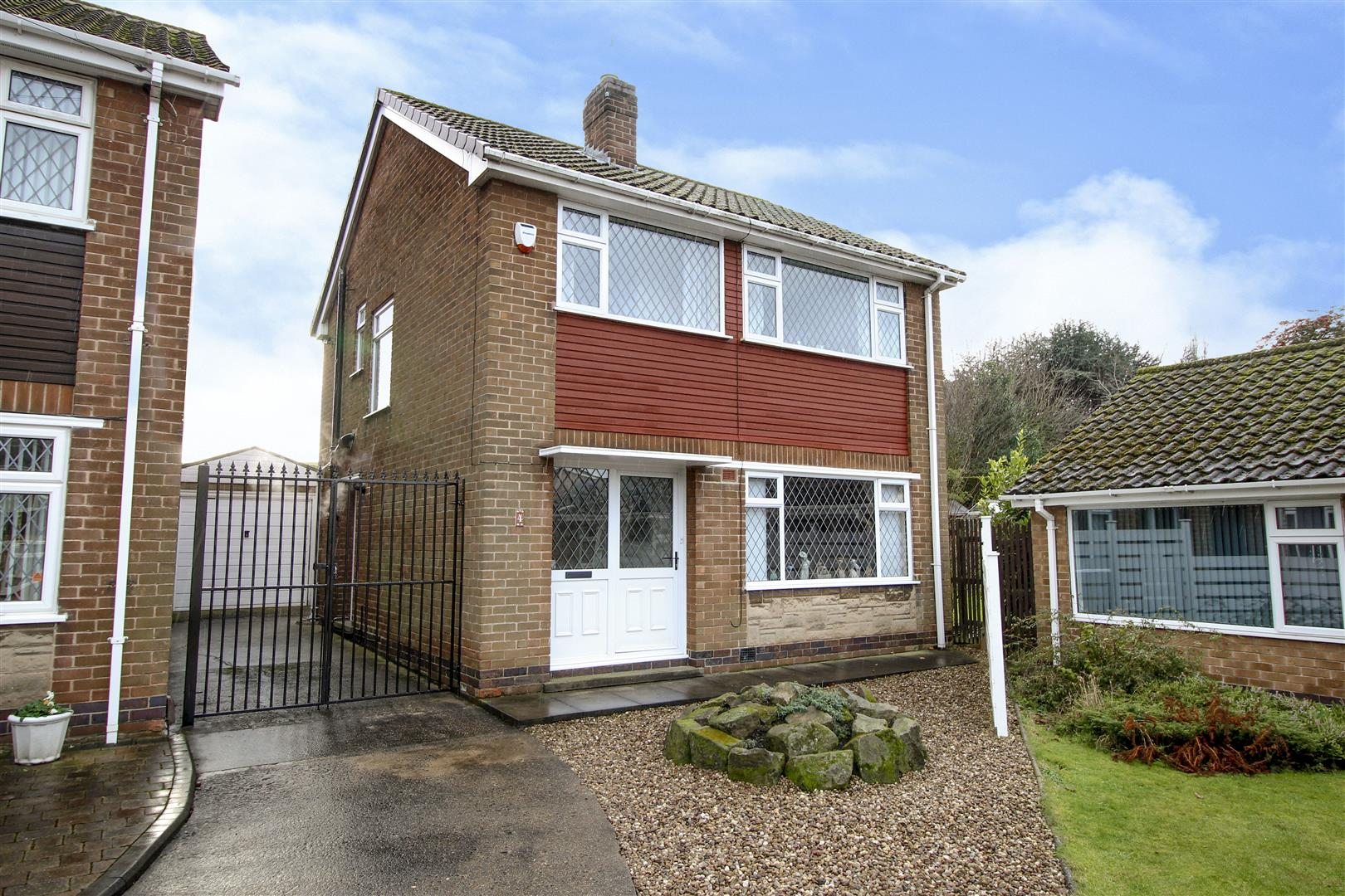 3 Bedrooms Detached House for sale in Eleanor Crescent, Stapleford,
